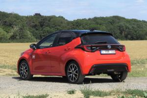 Toyota Yaris sai juuri täydet viisi tähteä tiukentuneessa Euro NCAP -turvallisuusarviossa – Eniten tuloksesta iloitsee Toyotan t...
