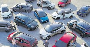 Liikkeemme etu- ja sivupihalla paljon vaihtoautoja katsottavissa. Löydä juuri sinulle sopiva auto ja ota yhteyttä automyyntiimme 020 775 7150 tai toyota@autokiila.fi Kaikki vaihtoautomme näet myös www.autokiila.fi Tervetuloa kaupoille!