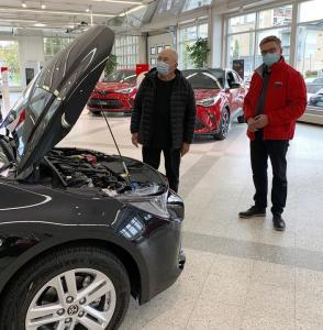 Taunolle uuden Corolla Hybridin luovutti tänään Hannu. Mukavaa syksyä Corollan ratissa Taunolle 🍁🍂😊