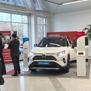 Tervetuloa viikonloppunäyttelyymme tänään 12.1. klo 15 asti ja huomenna 13.1. klo 11-15! Koeajettavana täysin uusi RAV4 ja hyviä tarjouksia uusiin autoihin! Kahvitarjoilu. . . #Toyota #uusiauto #toyotarav4 #rav4 #toyotarav4hybrid #viikonloppu #Turku
