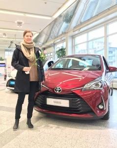 Iloinen asiakkaamme Micaela teki tänään autokaupat. Uusi Toyota Yaris Y20 Edition juhlamalli on tulossa!