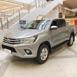Toyota Hilux. Jopa kovimmassa maastossa ja haastavimmissa oloissa, voit luottaa helposti Hiluxin ajo-ominaisuuksiin ja vetokykyyn. Tule testaamaan! Kuvien Hilux Double Cab nyt nopeaan toimitukseen!