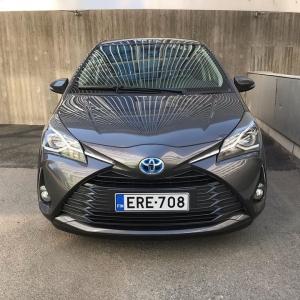 Yaris Hybrid! Koeaja meillä itselataava Yaris tai jokin muu hybridimalleistamme ja näe reittisi sähköajon osuus, kulutus ja päästöt. Joko sinä olet koeajanut Toyotan hybridin? . . #toyota #toyotayaris #yarishybrid #toyotayarishybrid #yaris #autokiila #hybridiauto