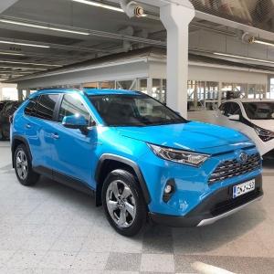 Tyyliä, turvallisuutta ja suorituskykyä. Uusi RAV4 Hybrid, 218 hv hybridivoimaa 💪