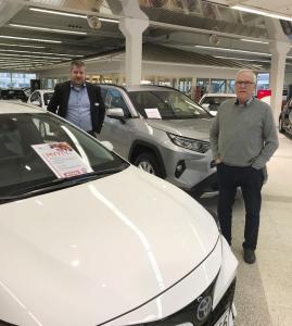 Matti ja Matin 17. Toyota 🔥🔥 Huikeaa!  Toyota Corolla Hybridin Matille myi automyyjämme Vesa.